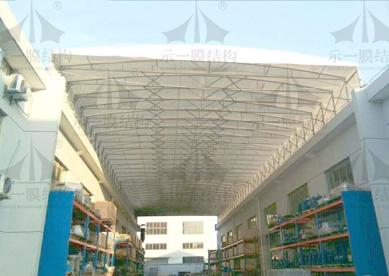 上海示一膜结构厂区办公楼屋顶通道推拉棚