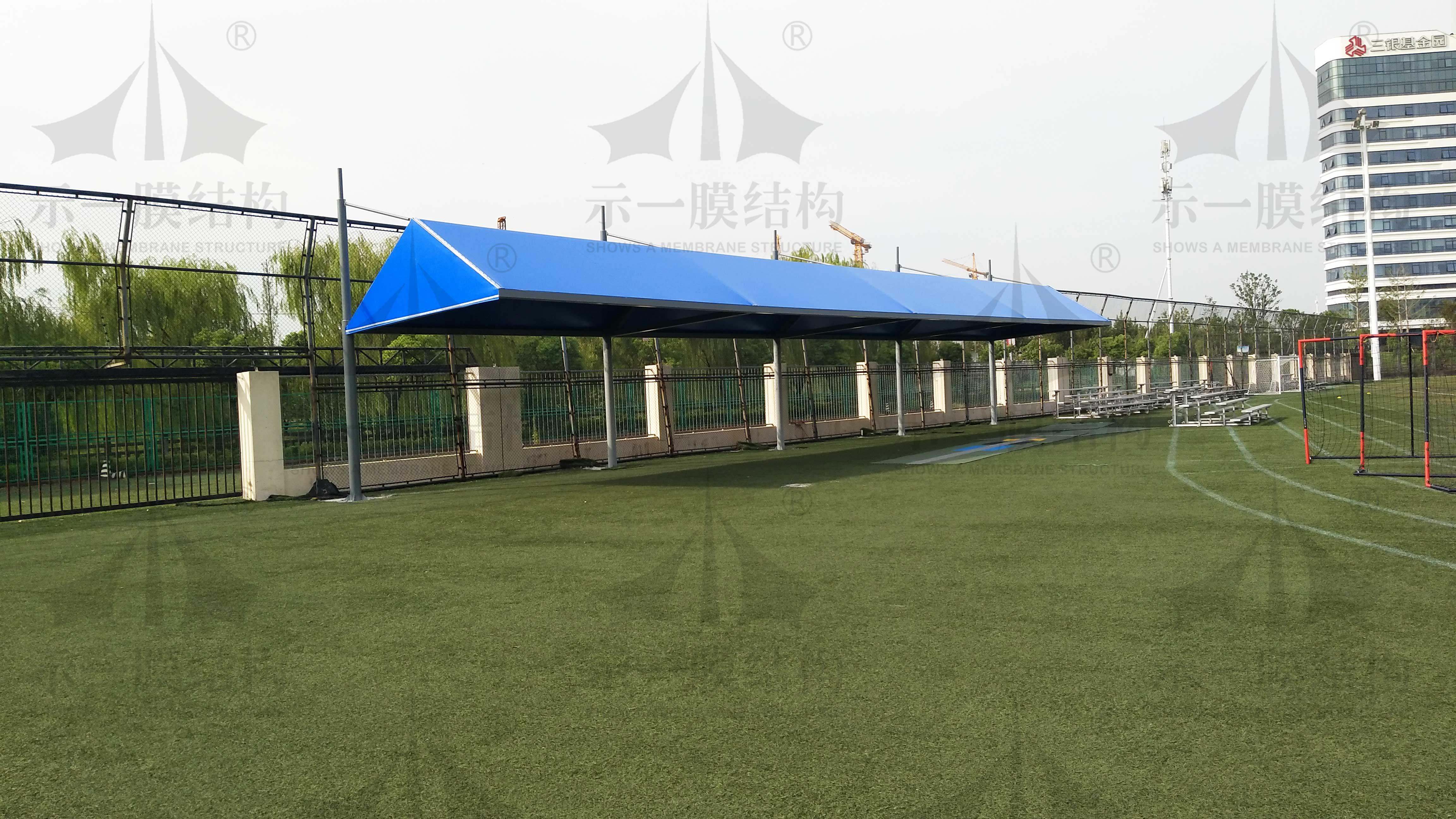 实地参观上海英国学校中的膜结构遮阳棚